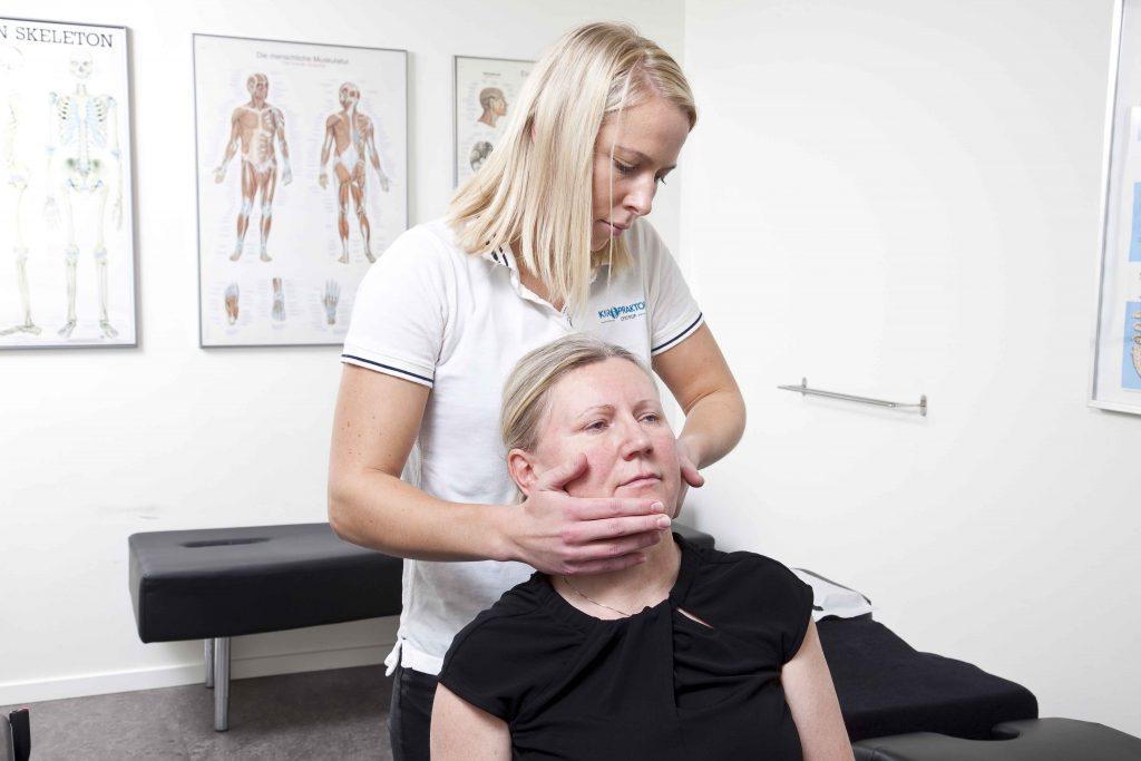 Kiropraktor Aarhus Lystrup Mia Karlsen behandling