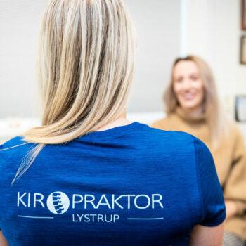 Kiropraktor Århus i Lystrup kvinde undersøgelse 1