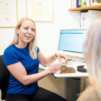 Kiropraktor Århus i Lystrup kvinde undersøgelse 2