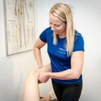 Kiropraktor Århus i Lystrup kvinde undersøgelse knæ 3
