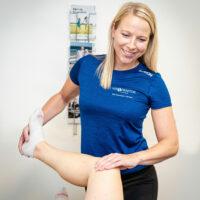 Kiropraktor Århus i Lystrup kvinde undersøgelse knæ 4